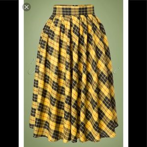 Retrolicious black yellow plaid skirt